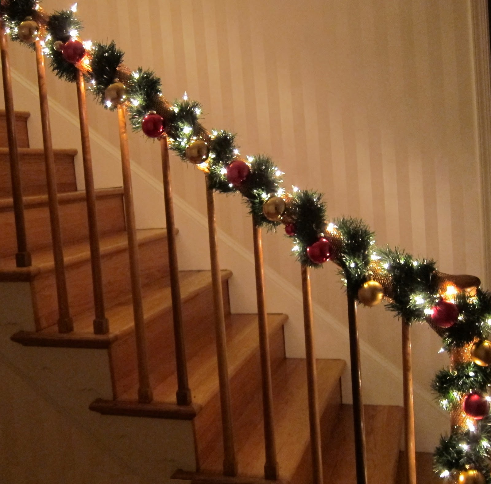 christmas decorations for banisters