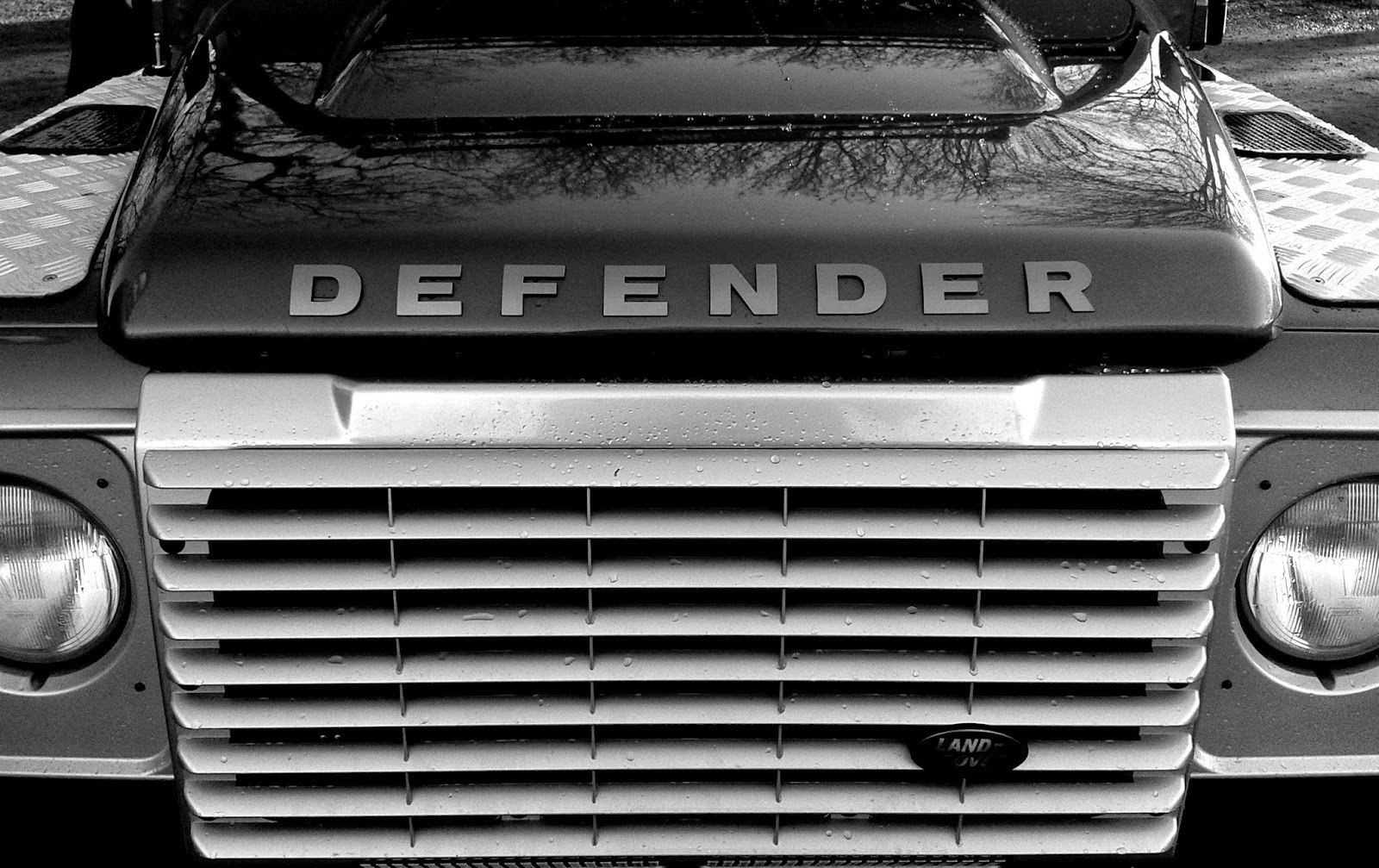 B & W Photography Project - Landrover Defender // 76sunflowers
