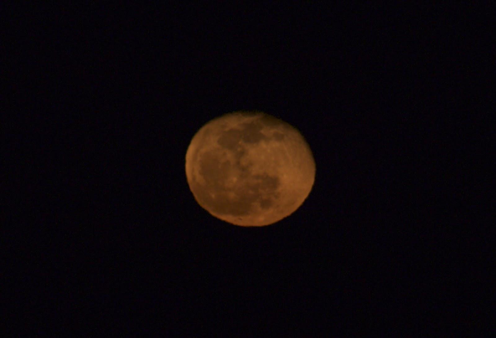 orange moon 1/15 sec