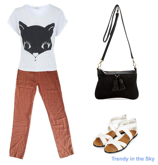 Look con pantalón pijama, camiseta con gato, bolso negro y sandalias planas de color blanco.