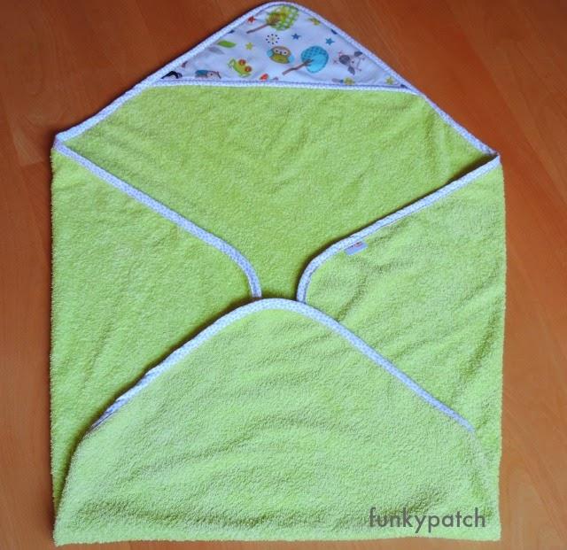 capa de baño para bebé personalizada con tela patchwork handmade por funkypatch