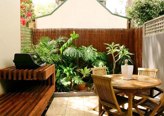 25 ideias para decorar um quintal pequeno cores da casa - Como decorar patios pequenos ...