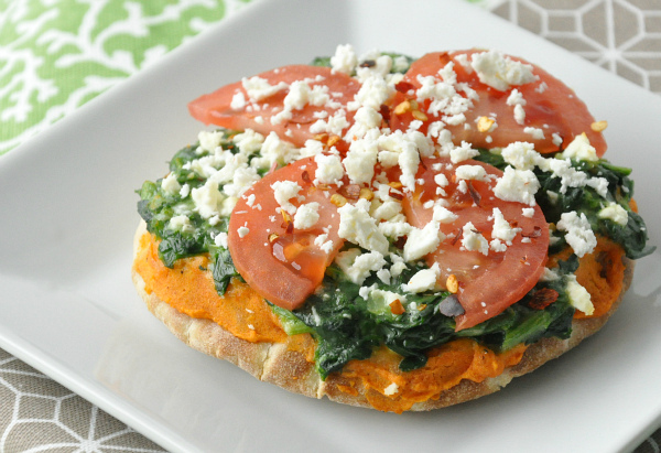 veggie pita pizza feta tomato spinach red pepper hummus