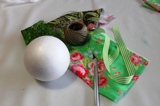 El columpio del delf n bola de navidad con telas - Hacer bolas de navidad ...