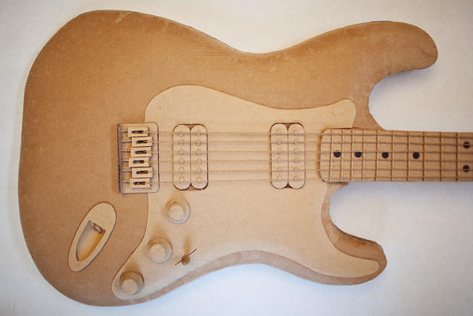Reciclar cartón haciendo una guitarra. | Quiero más diseño