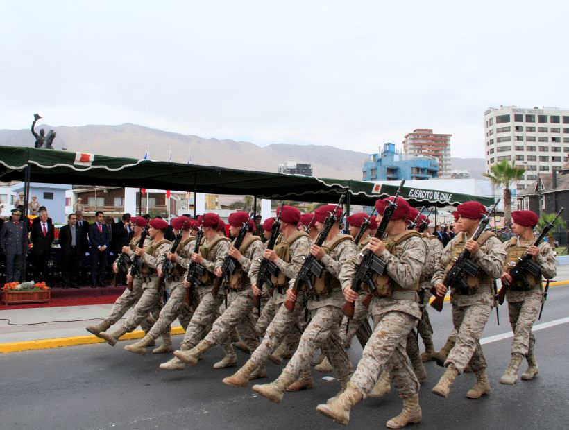 http://www.soychile.cl/Iquique/Sociedad/2014/08/20/269457/El-Ejercito-realizo-tradicional-desfile-en-honor-al-natalicio-del-Libertador-Bernardo-OHiggins-en-Iquique.aspx
