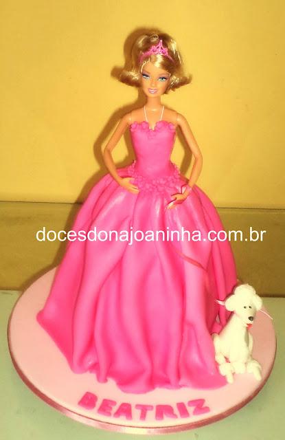 bolo decorado Barbie Moda e magia com cachorro poodle