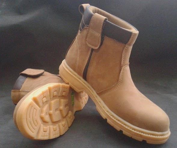Sepatu Safety Middle Bahan Kulit Nubuck