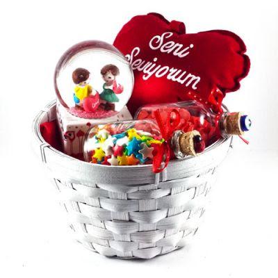 sevgiliye alınabilecek hediye sepeti