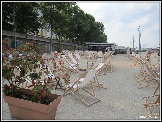Terrasse Côté Plage et transats, Paris Quai de la Gare Bibliothèque Francois Mitterrand Batofar