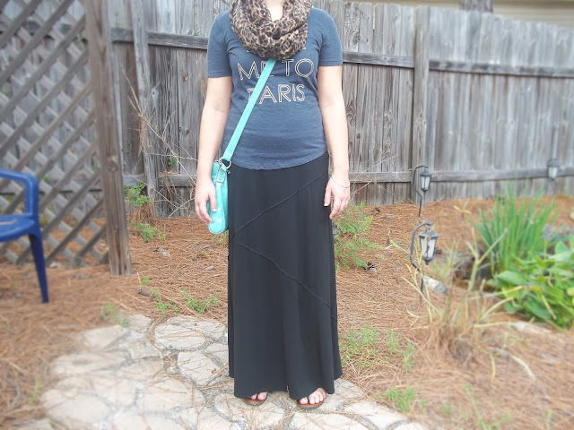 neutral outfit graphic tee leopard scarf black maxi skirt blue crossbody purse outfit inspiration casual