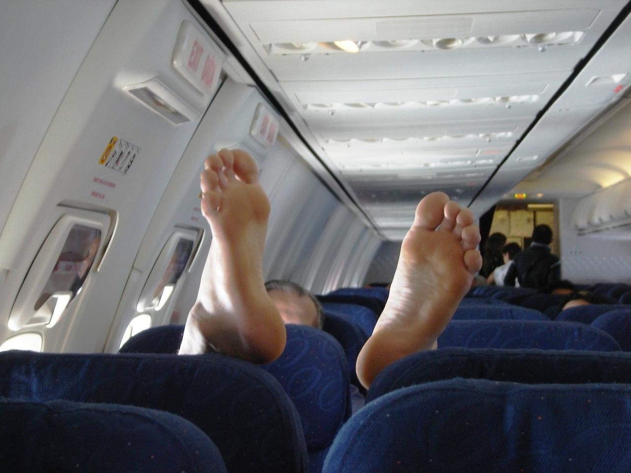 Приставания в самолёте 2 фотография