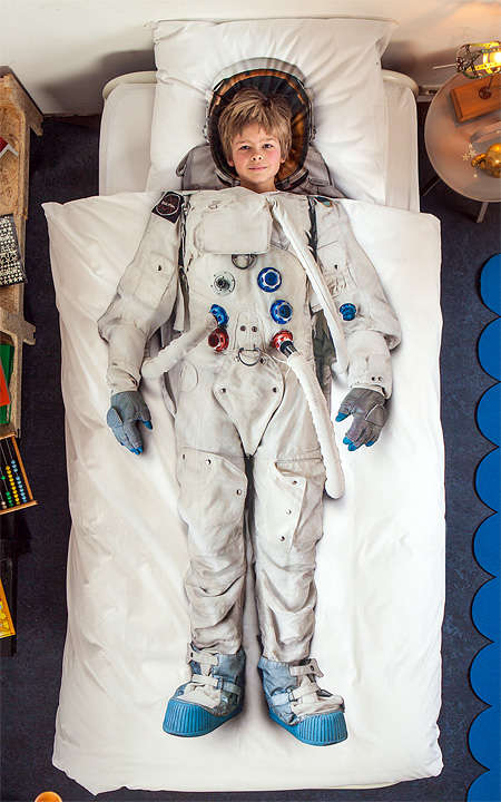 Astronaut Bed make you dream flying to space