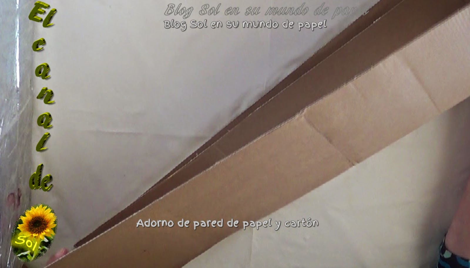 Adorno de pared de papel peri dico y cart n for Paredes con papel periodico