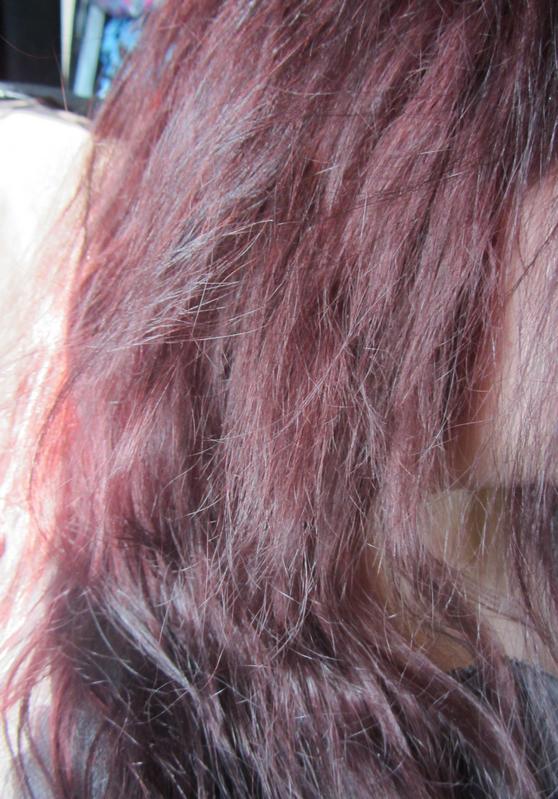 elumen vv auf dunklem haar