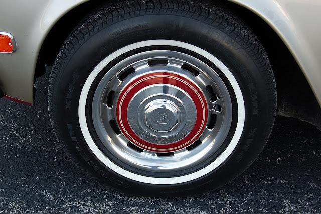 Rolls-Royce beauty ring hub cap