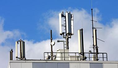 Κεραίες κινητής τηλεφωνίας στη Νέα Σμύρνη