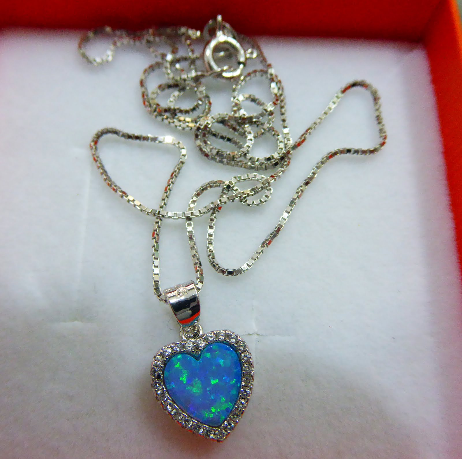 Gargantilla de plata con corazón con piedra azul