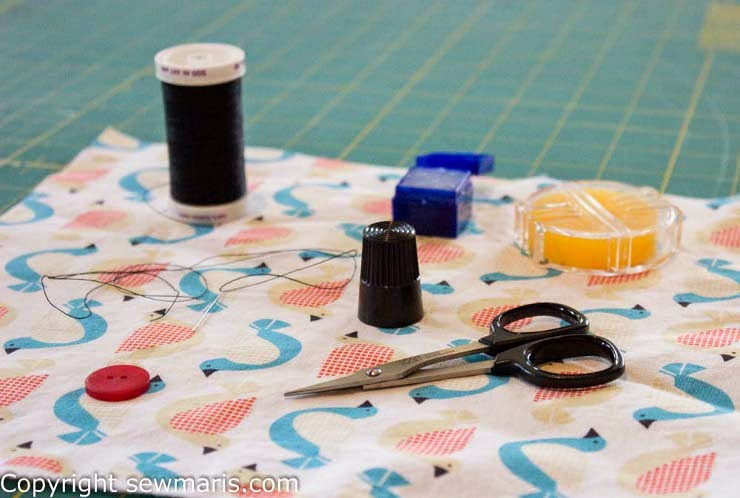 http://www.sewmaris.com/tutorials/tutorial-sew-a-button-fast-easy