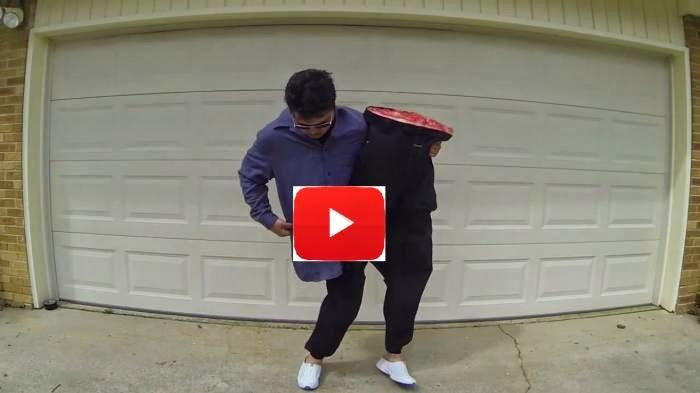 VIdeo Wow Seorang Pria Bisa Memisahkan Badan dan Kakinya