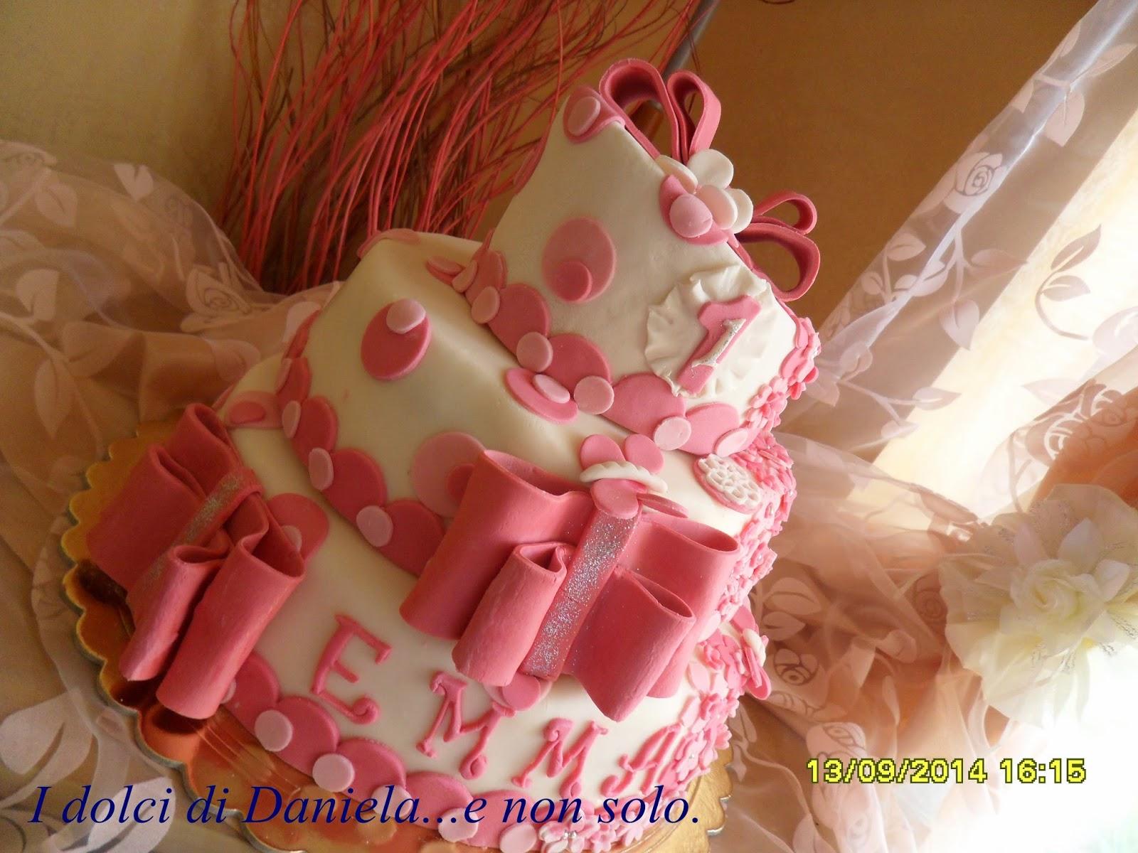 torta con fiocchi e pois