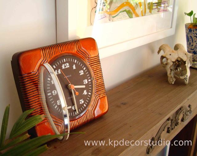 relojes antiguos online, decorar estanteria con objetos vintage, comprar online ceramica antigua