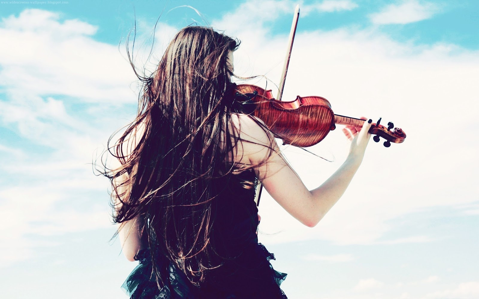 Cute girls play violin with blue sky - Music violins wallpapers