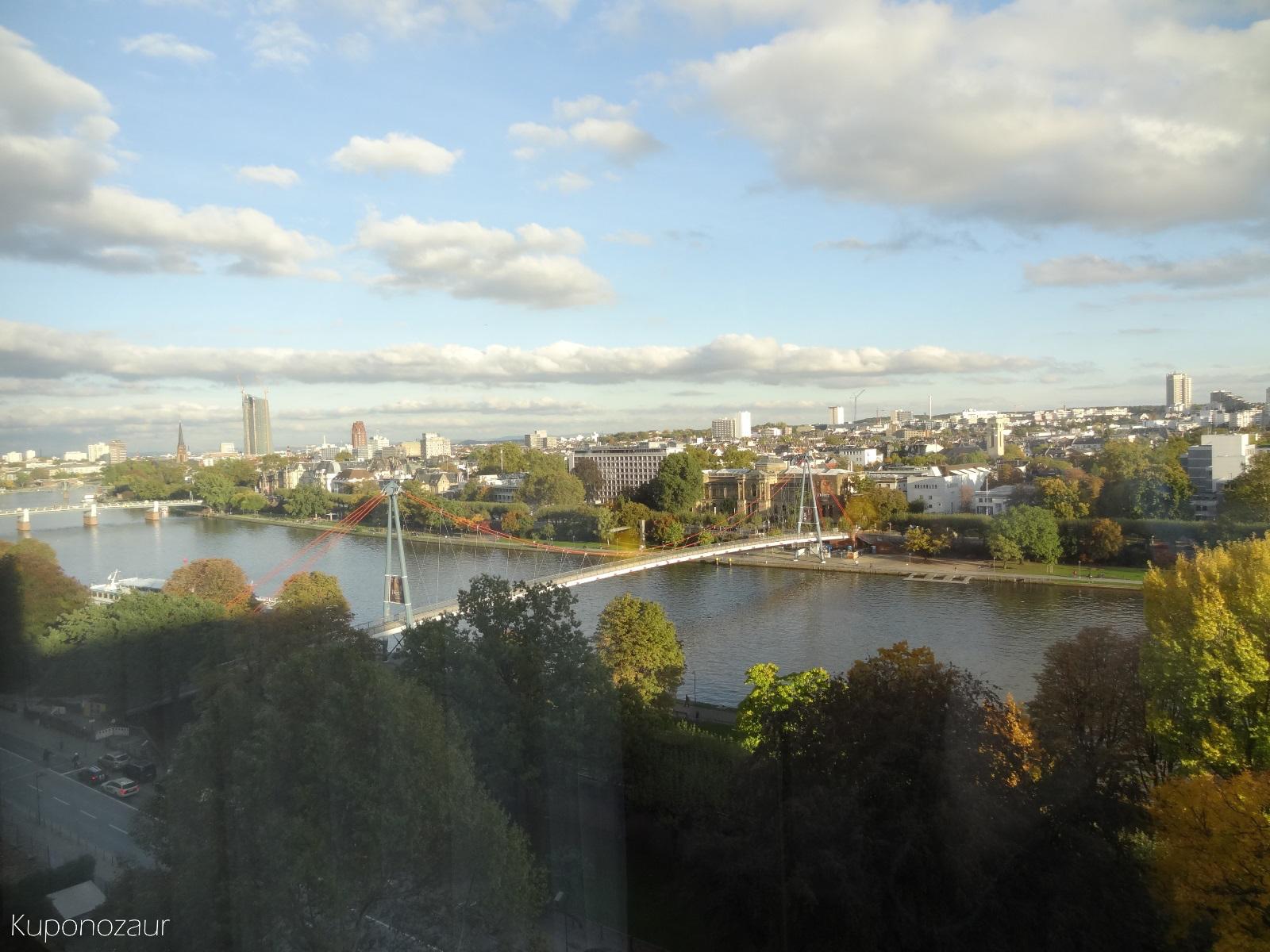 Hotel InterContinental Frankfurt widok na rzekę z pokoju