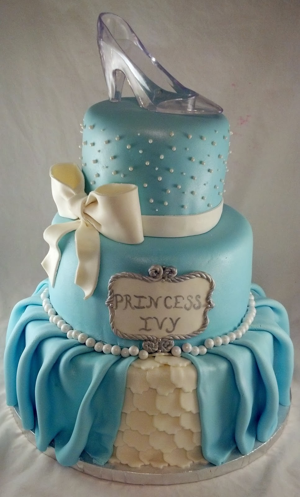 Lovely Cinderella Inspired Princess Themed Baby Shower ...