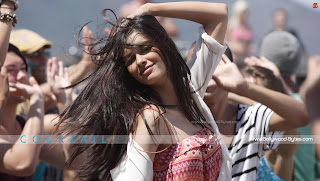 Diana Penty Hot HD High Resolution Wallpaper from Cocktail Bollywood Movie