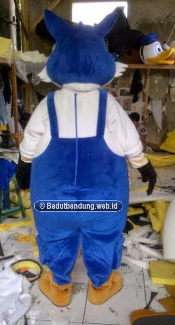 badut serigala kostum lenox gambar belakang