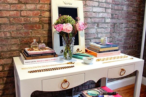 White glam tijolo burro e closet for Bungalow 5 desk