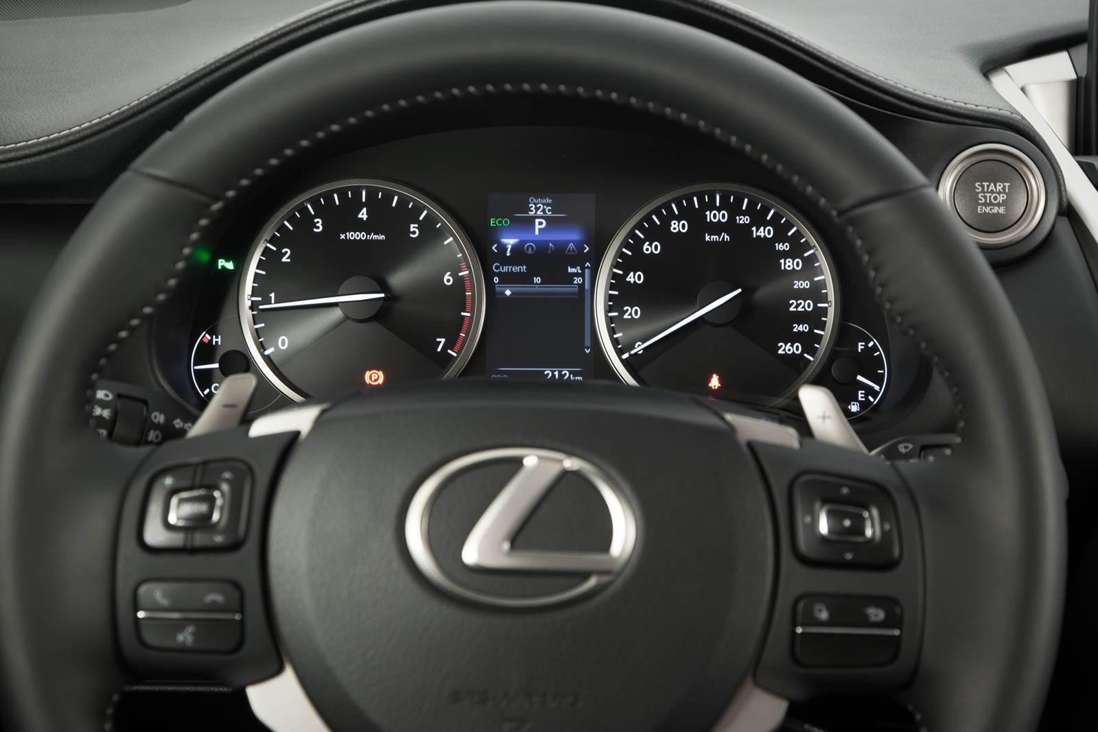 Lexus NX 200t - interior - volante