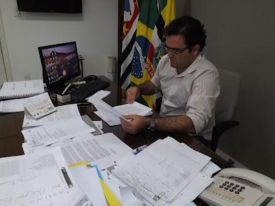 Paulo Roberto Bearare - Um Asno
