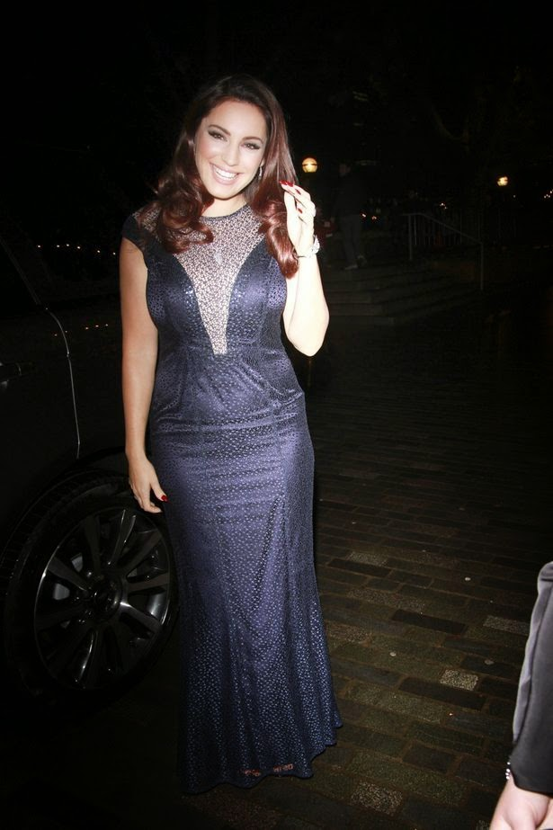 Is it seriously? Kelly Brook showed off her still engagement with the beautiful ring on her finger.