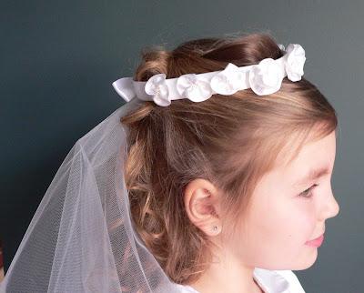 Peinados para primera comunion con tocado
