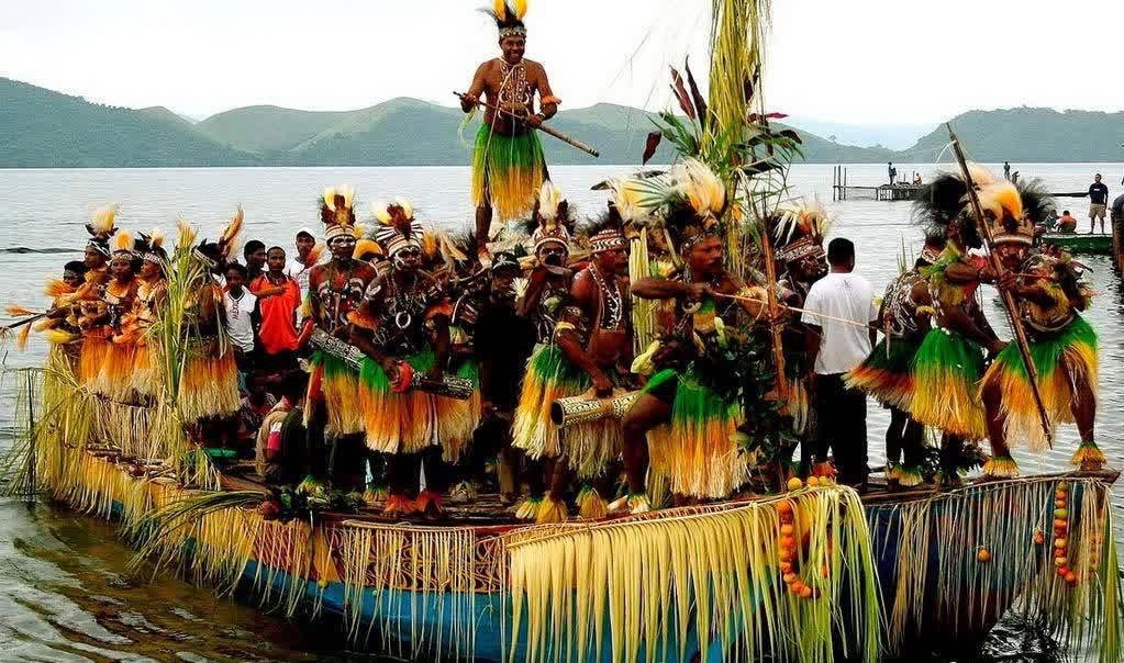Aktivitas Seru Di Danau Sentani Jayapura