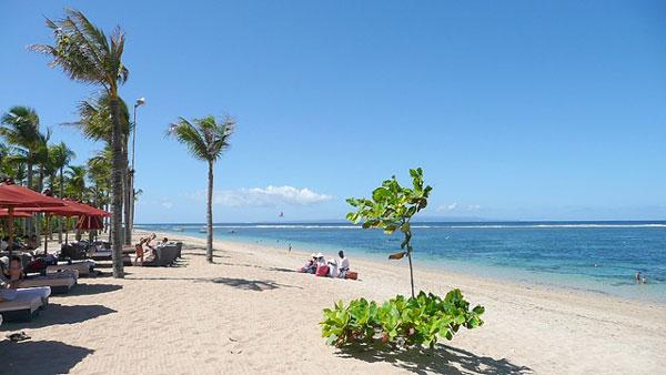 Foto Keindahan Pantai Nusa Dua di Bali