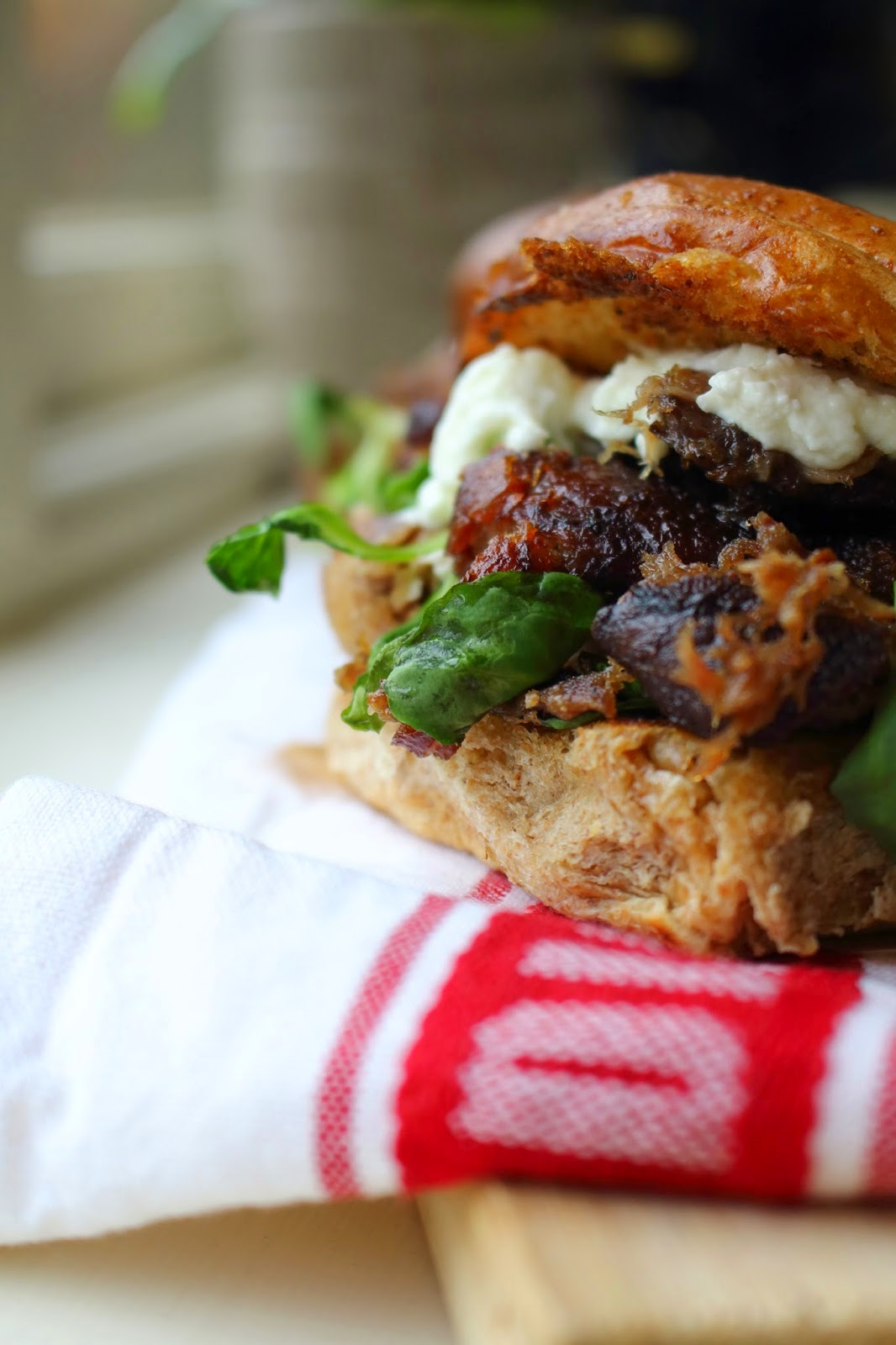 Shredded duck leg burger