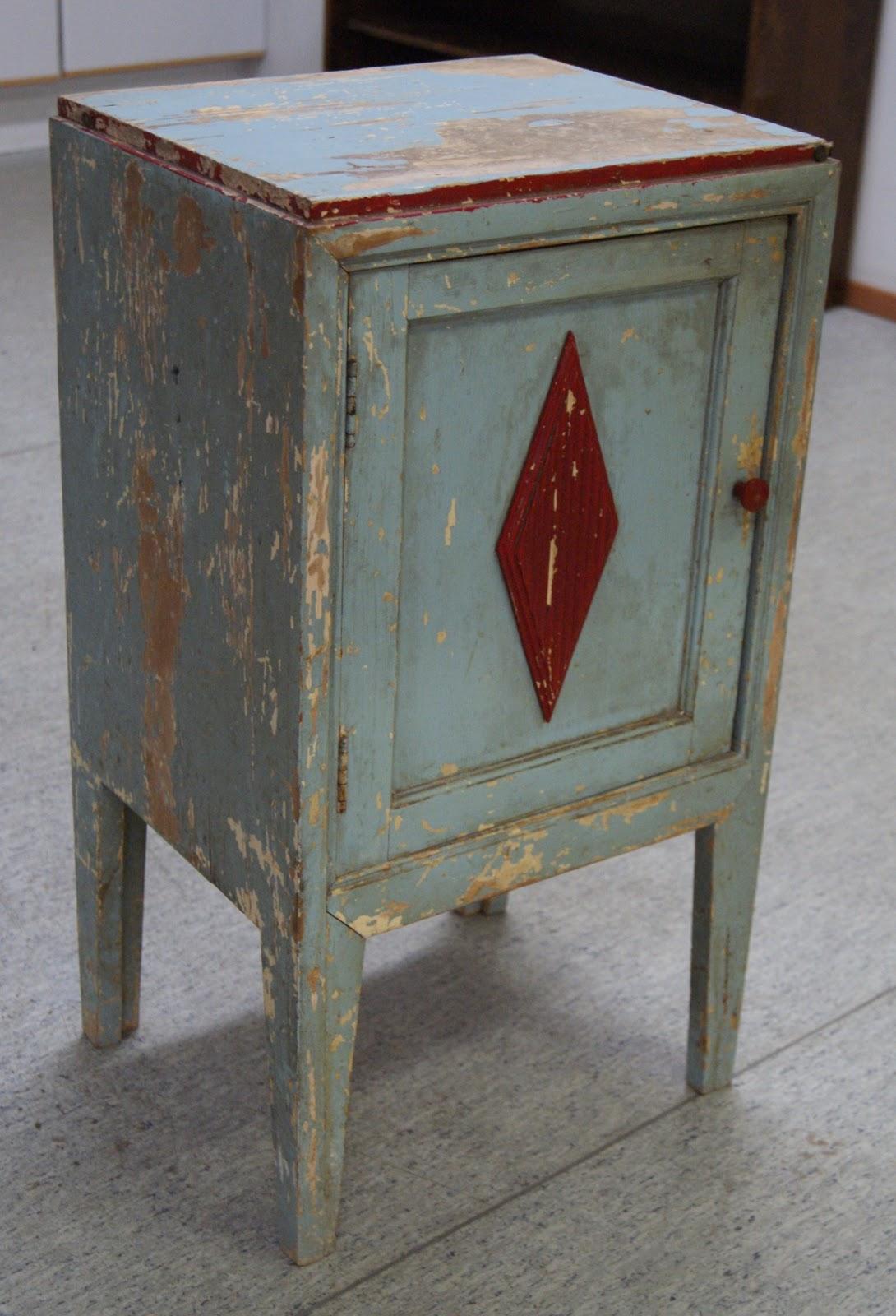 Antiikki puinen kaappi