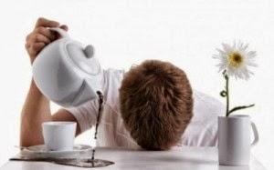 Кофеин просто блокирует сигналы нашего тела о том, что оно устало и хочет отдыхать