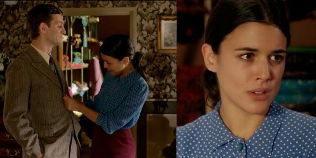 Sira Quiroga blusa con lunares y falda granate El tiempo entre costuras Capítulo 1