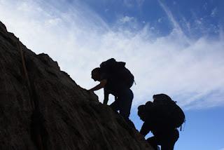 6 Olahraga yang Wajib Dicoba Bagi Anda yang Ingin Mendaki ke Puncak Gunung