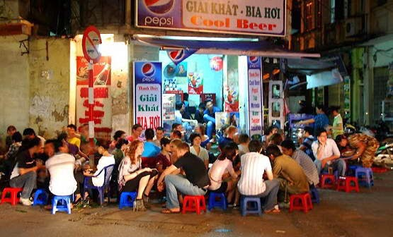 10 Reasons to Try Bia Hoi in Vietnam
