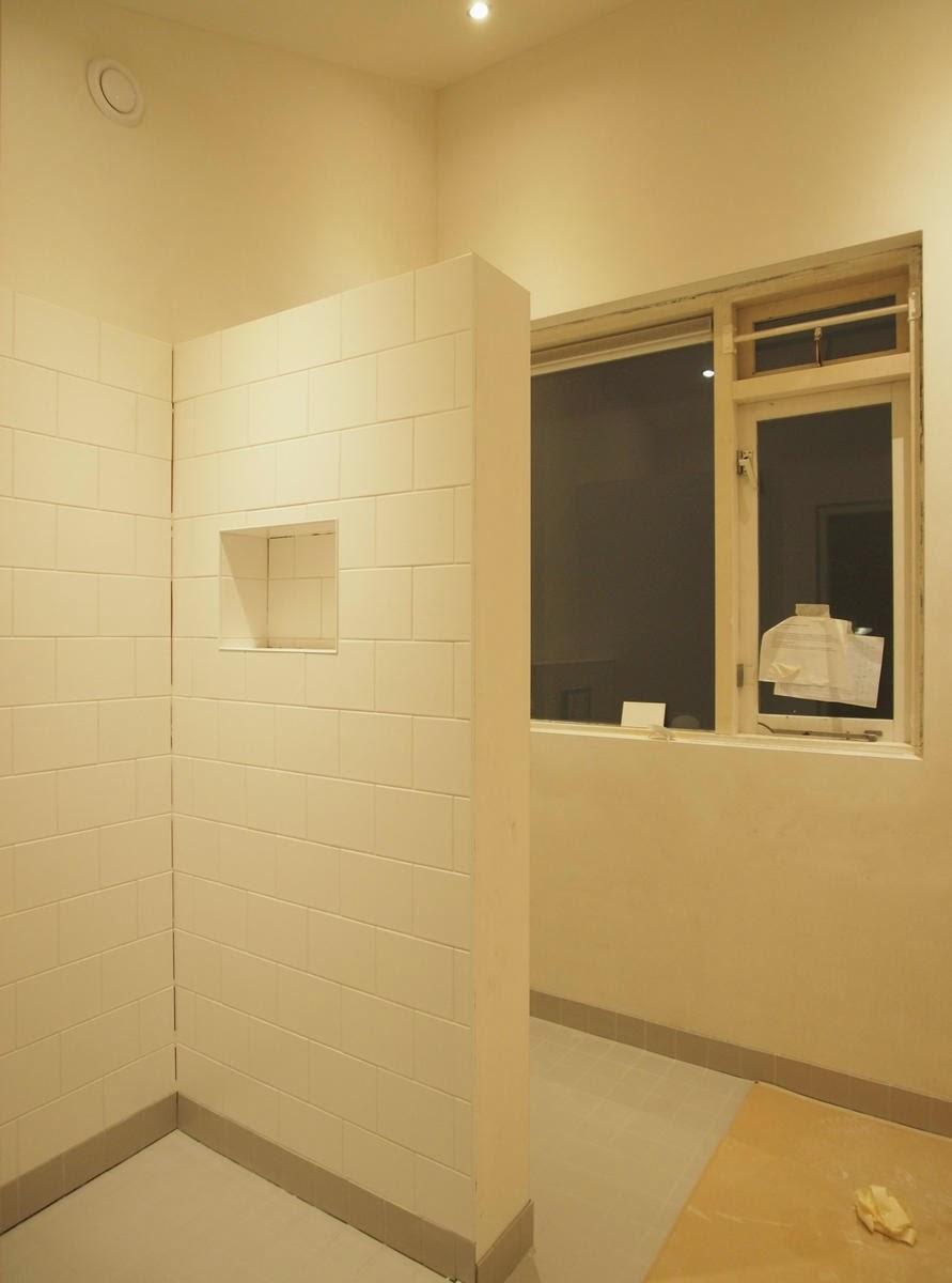 De kleine verbouwing metamorfose van een badkamer - Kleine doucheruimte ...