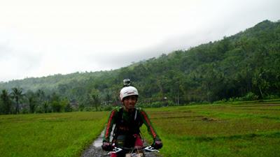 om Roni yang juga merupakan anggota komunitas sepeda Matadewa (Wlingi, Blitar)