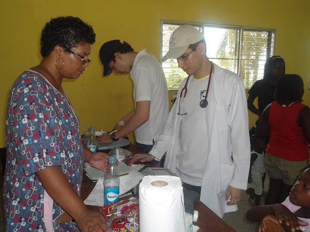 alt Médico y cantautor hondureño