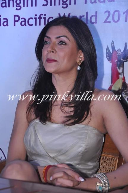 Sushmita sen close up - (2) -  Sushmita Sen's @ I Am She Press Conference- HOT PICS