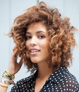model-rambut-keriting-wanita_1588974