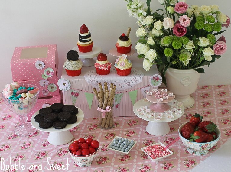 Cupcake Design For Birthdays : Bubble and Sweet: How to Host a Cupcake Decorating ...
